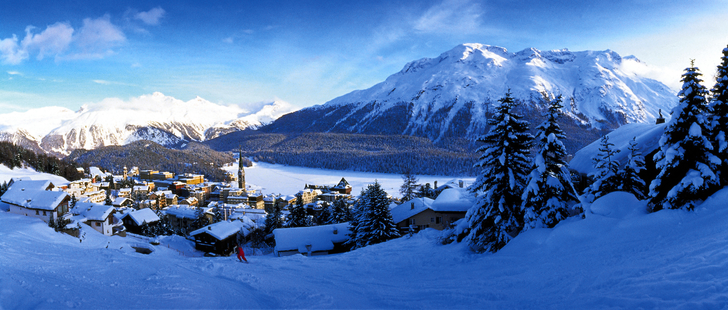 ENGADIN ST. MORITZ - St. Moritz, der weltberuehmte Ferienort auf 1'856 m.ue.M. 5'600 Einwohner, 5'600 Hotelbetten in 40 Hotels (ueber 50 % in 4- und 5-Stern Kategorie), 7'300 Betten in Ferienwohnungen, wobei 2'900 vermietet werden.  350 km Ski- und Snowboardpisten, 55 Bergbahnen, 180 km Langlaufloipen, 150 km Winterwanderwege. 150 attraktive Veranstaltungen pro Saison. Grosses, z.T. weltweit einmaliges Sportangebot.  St. Moritz, the famous holiday resort at 1,856 m. altitude. 5,600 inhabitants, 5,600 hotel beds in 40 hotels (over 50% in the 4- and 5-star categories), 7,300 beds in holiday apartments, of which 2,900 are rented out. 350 km. skiing and snowboarding runs, 55 mountain lifts and railways, 180 km. cross-country skiing trails, 150 km. winter hiking trails. 150 exciting events each season. Virtually unique in the world for its broad sports offering.  Copyright by ENGADIN St. Moritz By-line: swiss-image.ch/Christof Sonderegger